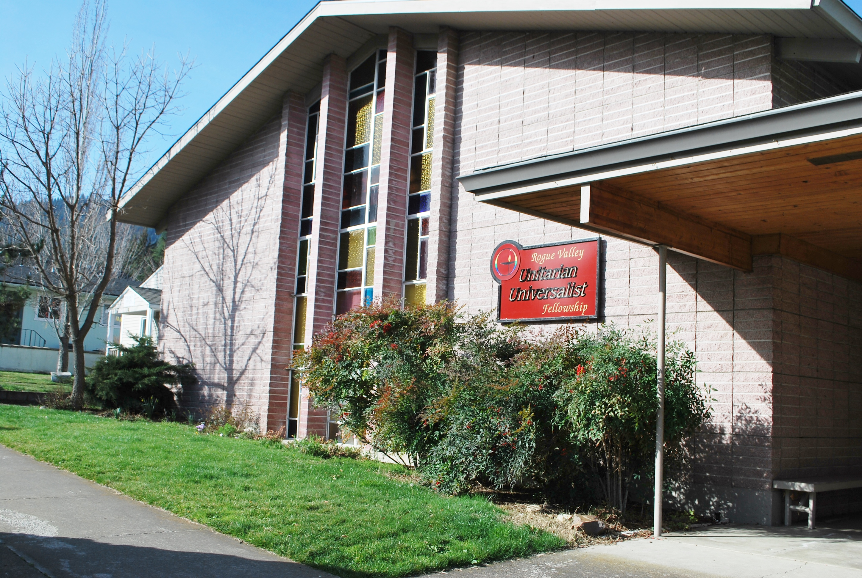 Exterior view, front of Rogue Valley Unitarian Universalist Fellowship